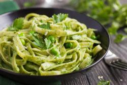 Tagliatelle mit Pesto und Spinat